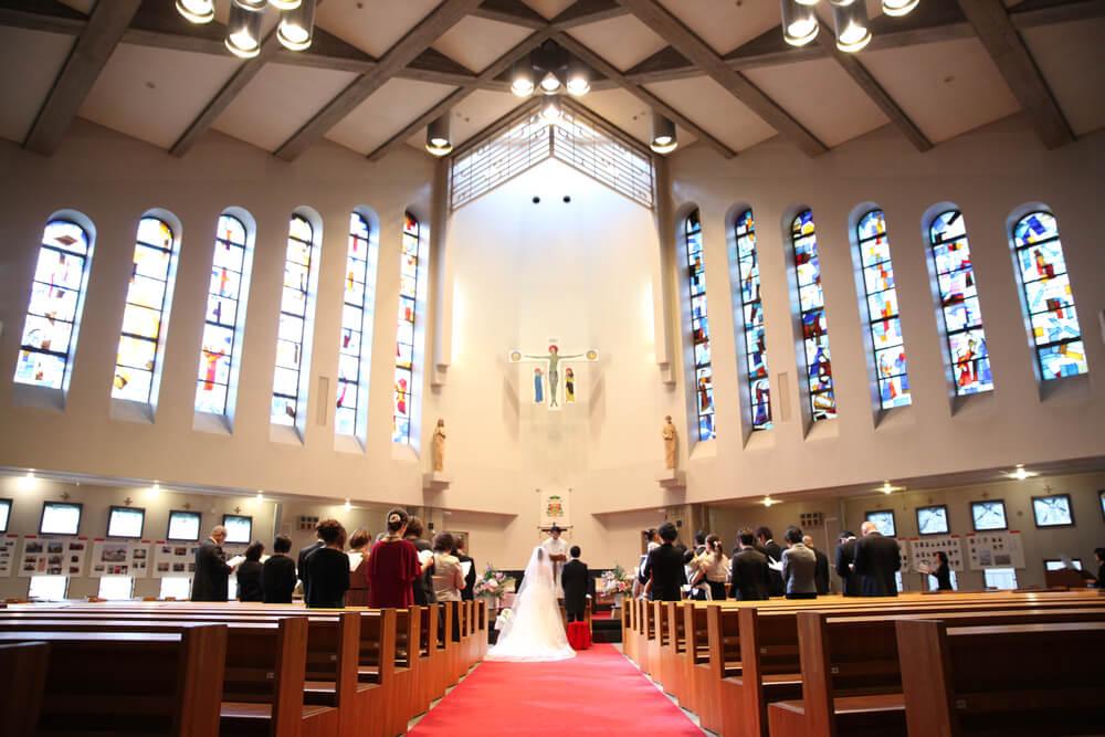 お二人と近しいご家族だけの挙式でも、本格的なチャペルでのお写真を残したいと、チャペル式を希望される家族婚も新しいの家族婚スタイルです。