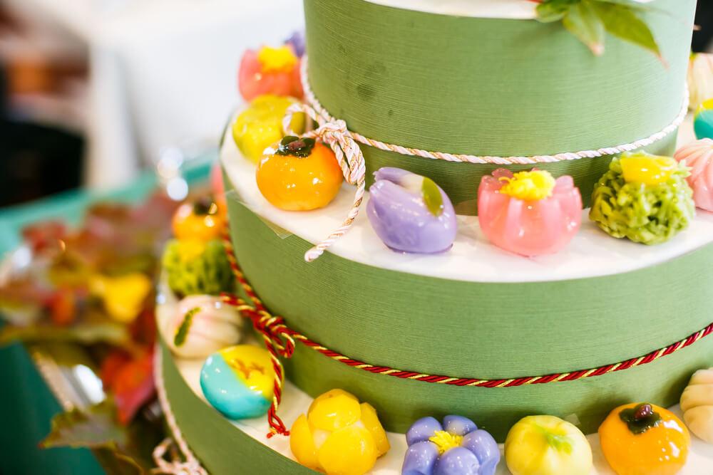 また、モダンな和の演出として和菓子のケーキや和のデザートビュッフェも和の雰囲気をモダンに格上げしてくれるアイテムです。