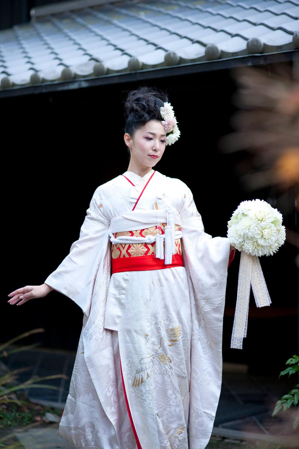 小物やスタイルでモダンな雰囲気をコーディネートすると、あっという間に新しい和婚スタイルの完成です。