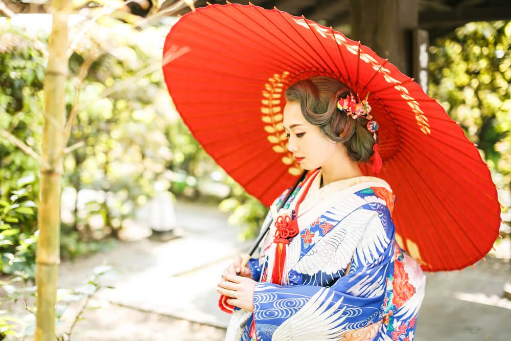 和モダンのコーディネートでは、着物姿にひと工夫加えると、とてもお洒落な和の雰囲気が作れます。