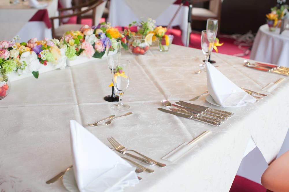 二部制結婚式は1日がかりのスケジュールになることが予想されますので、貸切ウエディングができる方が自由に時間を設定できたり、ゲストにもゆったりとお待ちいただくことができます。